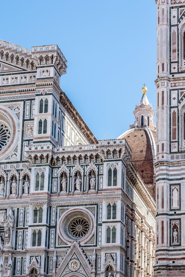 Detalj av fasaden av domkyrkan av Florence arkivfoton