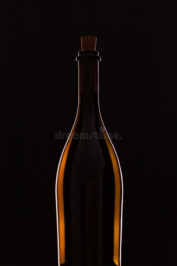 Detalj av flaskan med rött vin fotografering för bildbyråer