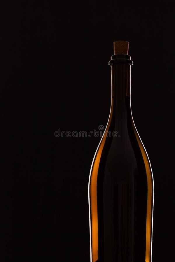 Detalj av flaskan med rött vin royaltyfri fotografi