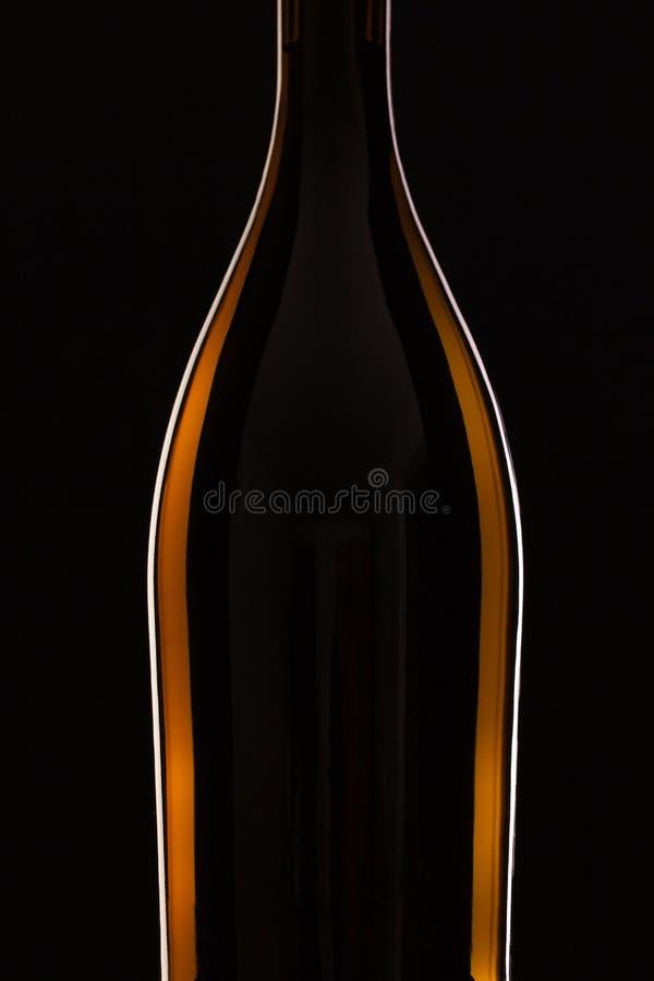 Detalj av flaskan med rött vin arkivfoto