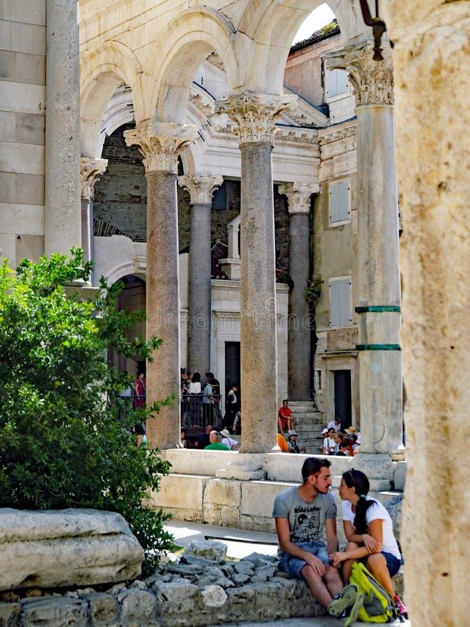 Detalj av forntida Roman Architecture, slott för Diocletian ` s, splittring, Kroatien royaltyfri fotografi