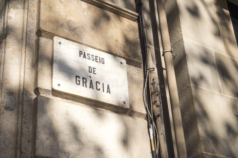 Detalj av gatatecknet av avenyn för Passeig de Gracia Gracia ` s in fotografering för bildbyråer