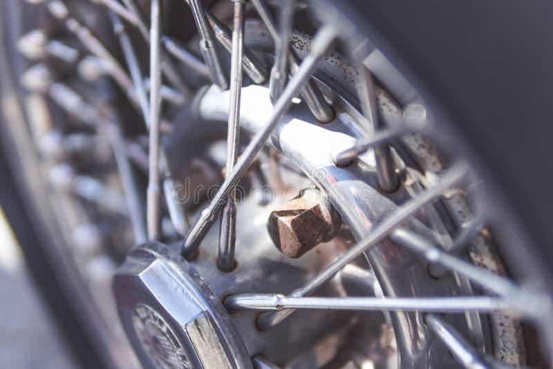 Detalj av hjulen av bilen, Oldtimer royaltyfri fotografi