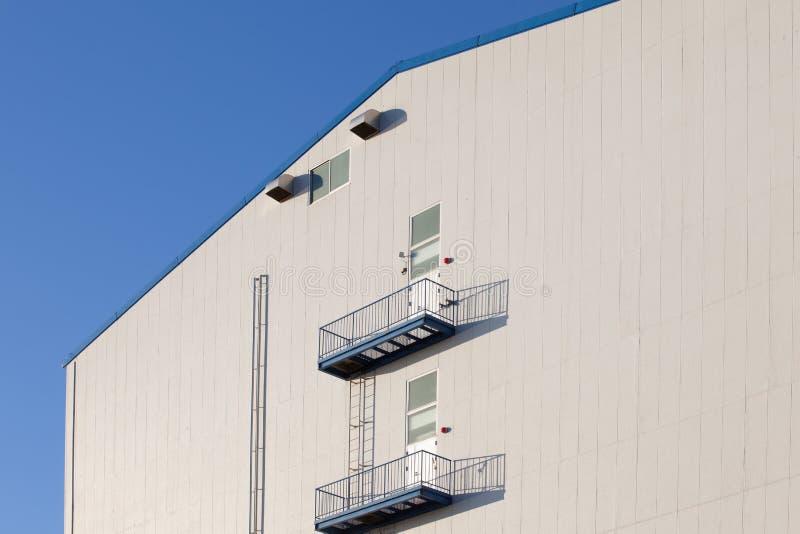 Detalj av industriell lagerbyggnad royaltyfri fotografi