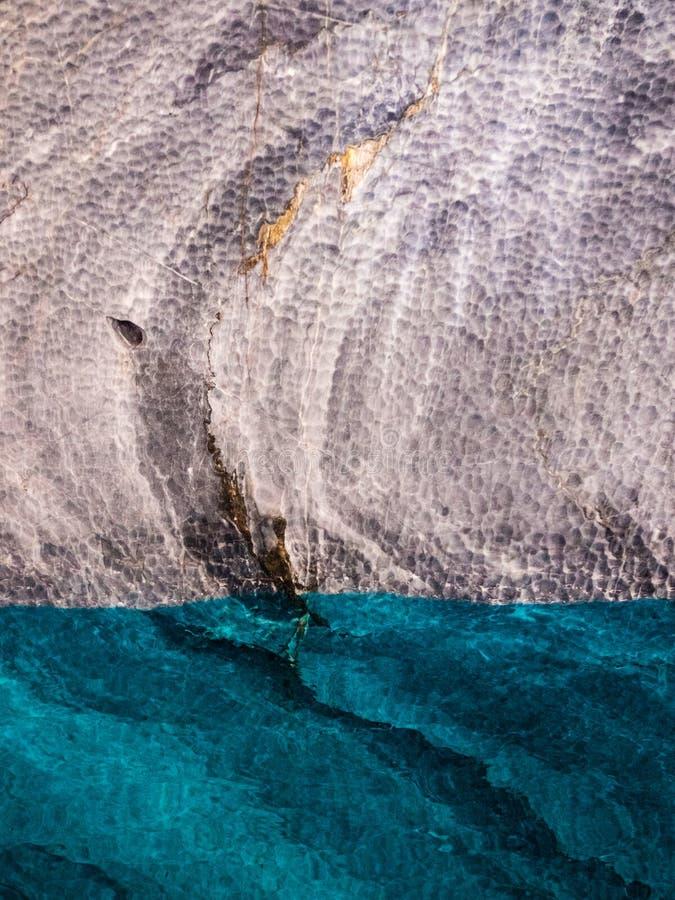 Detalj av marmordomkyrkan i sjögeneral Carrera med blått vatten, Patagonia av Chile Austral Carretera arkivbilder