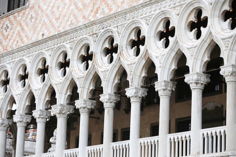 Detalj av Palazo Ducale arkitektur arkivbilder