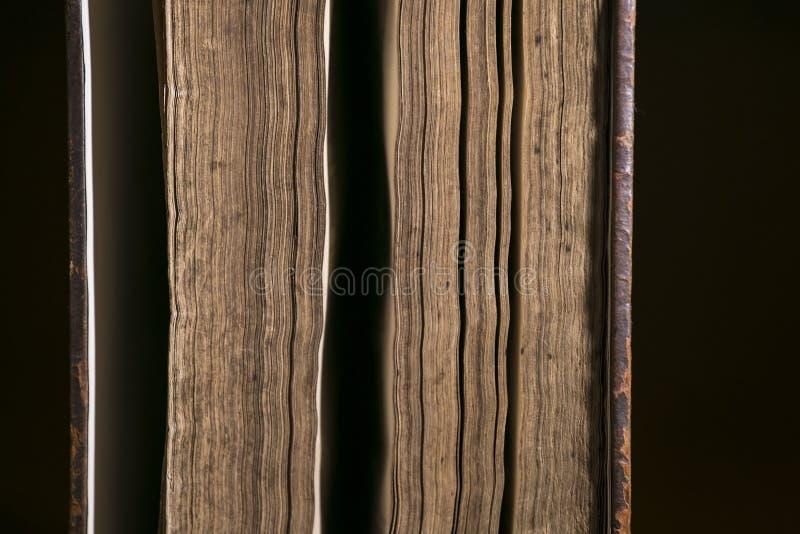 Detalj av sidor för gammal bok arkivbilder