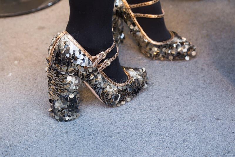 Detalj av skor på veckan för mode för Milan Men ` s royaltyfria bilder