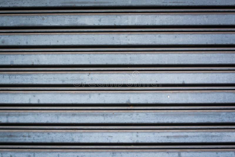 Detalj av stängda stålsäkerhetsslutare arkivfoton