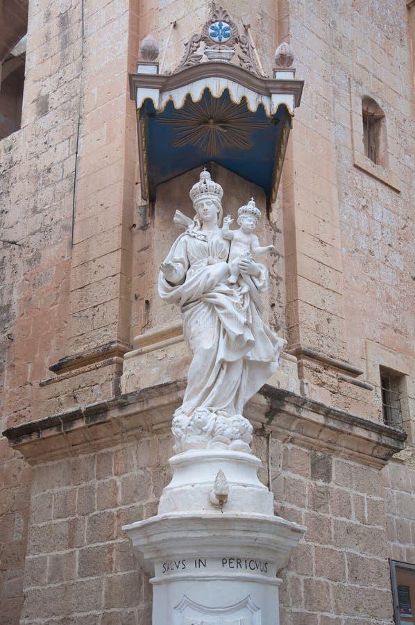 Detalj av statyn av den jungfruliga Mary kyrkan i Mdina, Malta royaltyfria bilder