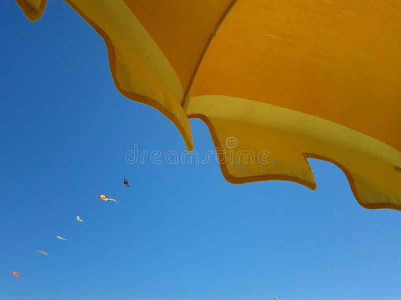 Detalj av strandparaplyet royaltyfria foton