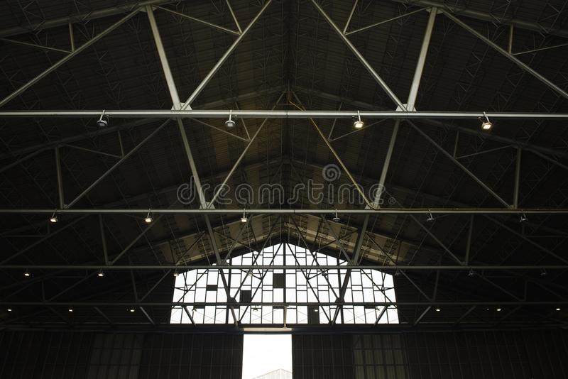 Detalj av strukturen av ett lagertak arkivbild