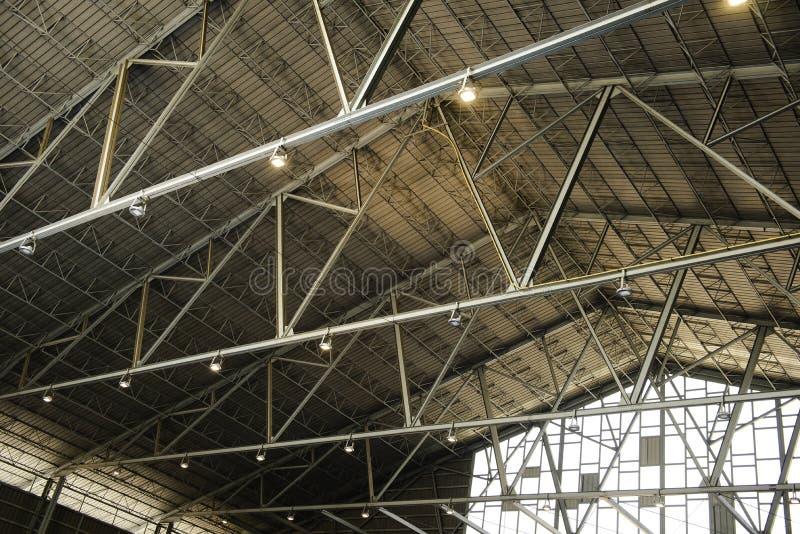 Detalj av strukturen av ett lagertak arkivfoton