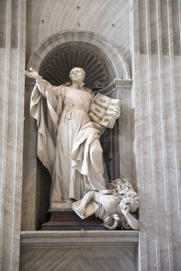 Detalj av Sts Peter basilika Vatican City arkivbilder