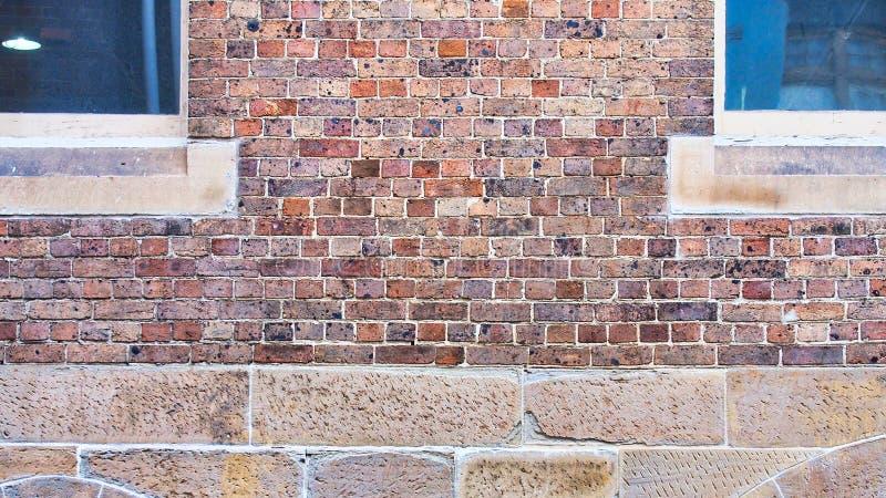 Detalj av tegelsten- och stenarbete på historisk byggnad royaltyfri foto