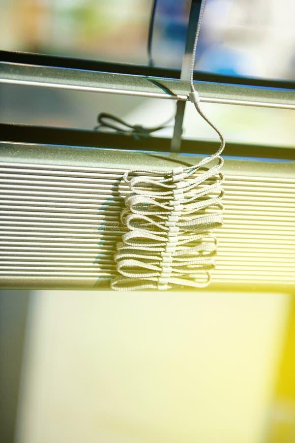 Detalj för clos-up för fönsterrullgardin - nytt hem för konstruktionsgarnering royaltyfri foto
