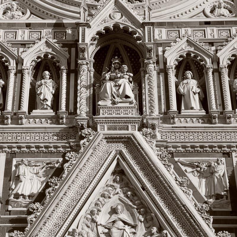 Detalj från fasad av domkyrkan i Florence, Italien royaltyfri fotografi