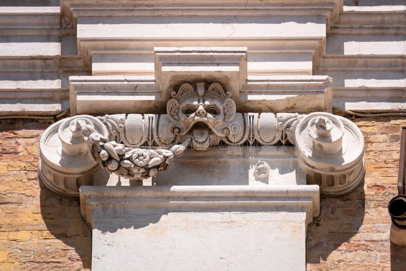 detalj på basilikadellaen Santa Casa i Italien Marche arkivbild
