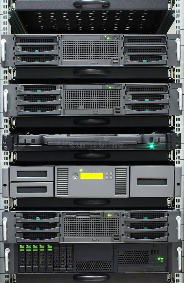 Detaljen av serveror rack i ett serverrum royaltyfri bild