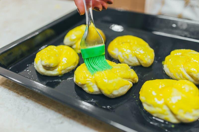 Detaljer av att förbereda kakor arkivfoton