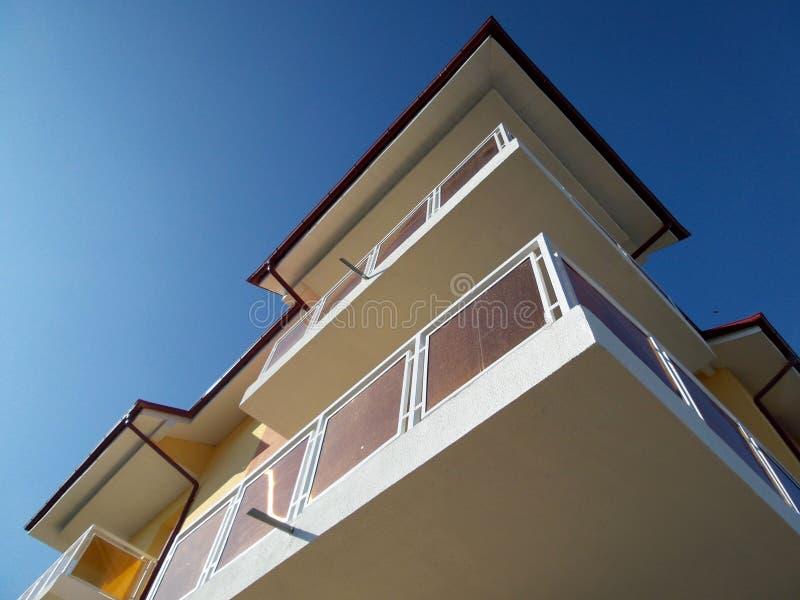 Detaljer av balkonger på ett nytt kvarter royaltyfria foton
