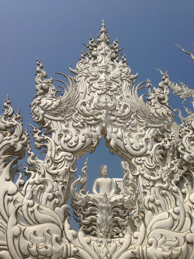 Detaljer av den vita templet för händer, watrongkhun, Chiang Rai arkivfoto