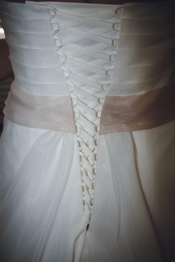 Detaljer av en bröllopsklänning royaltyfri foto