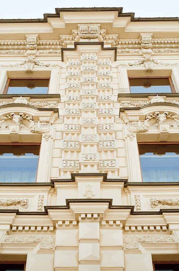Detaljer av en historisk härlig byggnad, St Petersburg royaltyfria foton