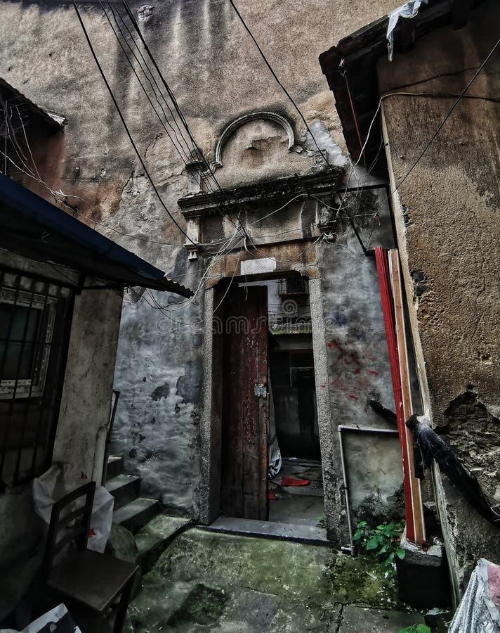 Detaljer av ett gammalt hus i porslin royaltyfria bilder