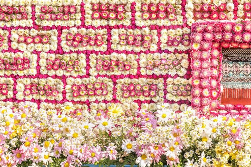 detaljer av invecklade modeller av blommakonst på en blom- flöte arkivbild