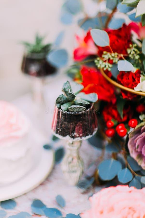 Detaljer av slutet för brölloptabellgarnering upp arkivbild