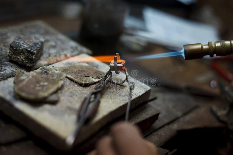 Detaljer för smyckendanandenärbild av produktionen arkivbilder