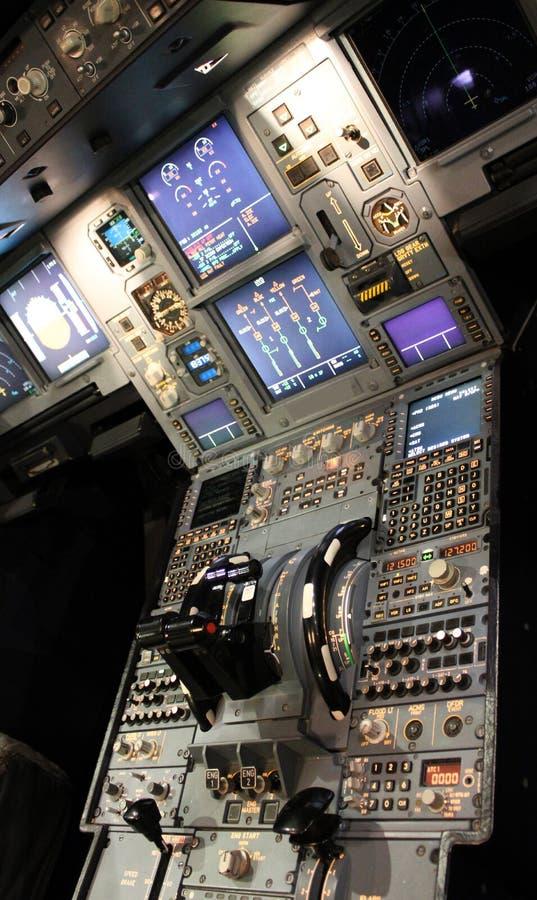 Detaljer för strålflygplancockpit royaltyfria foton