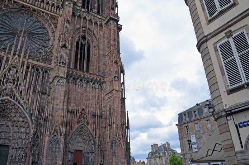 Detaljer för Strasbourg domkyrka- och stadsbyggnader, Strasbourg Frankrike royaltyfri fotografi