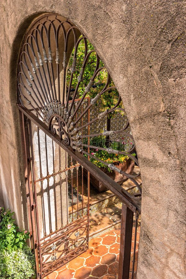 Detaljer i arkitektur, Tlaquepaque i Sedona, Arizona royaltyfri foto