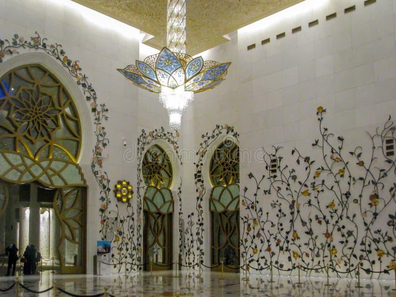 Detaljer och arkitektur för Abu Dhabi Sheik Zayed Mosque härliga inredesign arkivfoton
