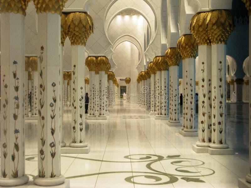 Detaljer och arkitektur för Abu Dhabi Sheik Zayed Mosque härliga inredesign arkivfoto