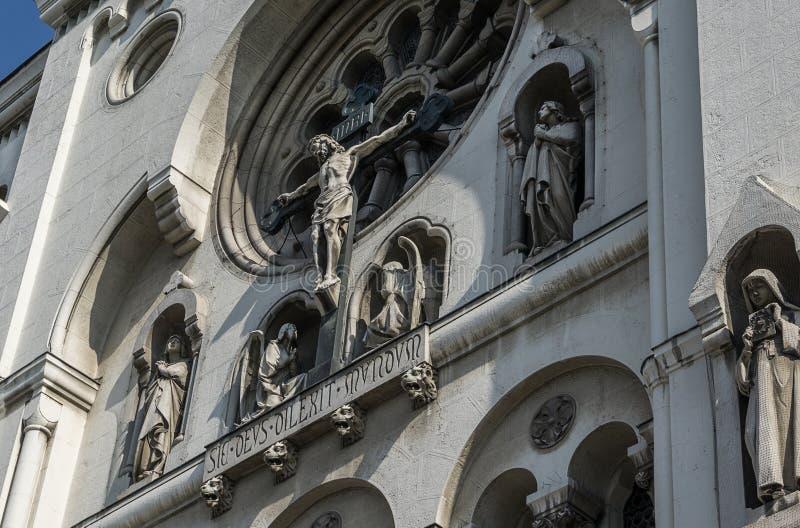 Detaljer på kyrkan i Wien arkivbild