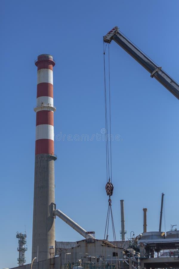 Detaljerad delsikt, industriellt komplex av oljeraffinaderiet royaltyfri fotografi