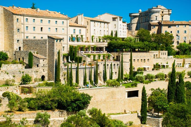 Detaljerad sikt till den forntida medeltida byn av Gordes, Provence, Frankrike fotografering för bildbyråer