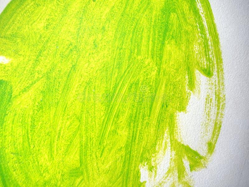 Detaljerade gröna långa borsteslaglängder på den sandiga stuckaturen dekorativ murbruk royaltyfri fotografi