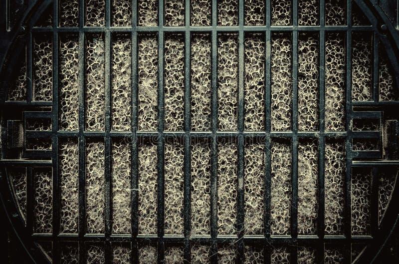 Detaljerat fragment av smutsig yttersida för luftfilter royaltyfria foton