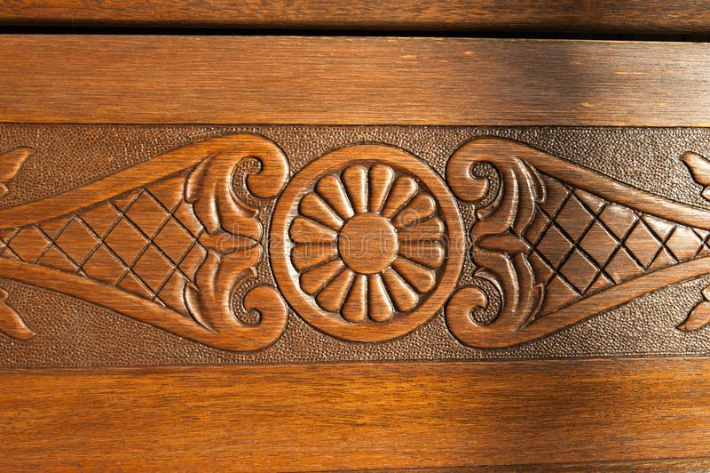 Detaljerat träarbete och snida i en kyrka arkivfoton