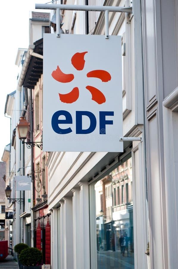 Detaljhandel av logoen av märket EDF den franska elektricitetsfamiljeförsörjaresignagen arkivfoto