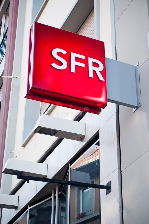 Detaljhandel av logoen av märket SFR telefonoperatörssignagen royaltyfri foto