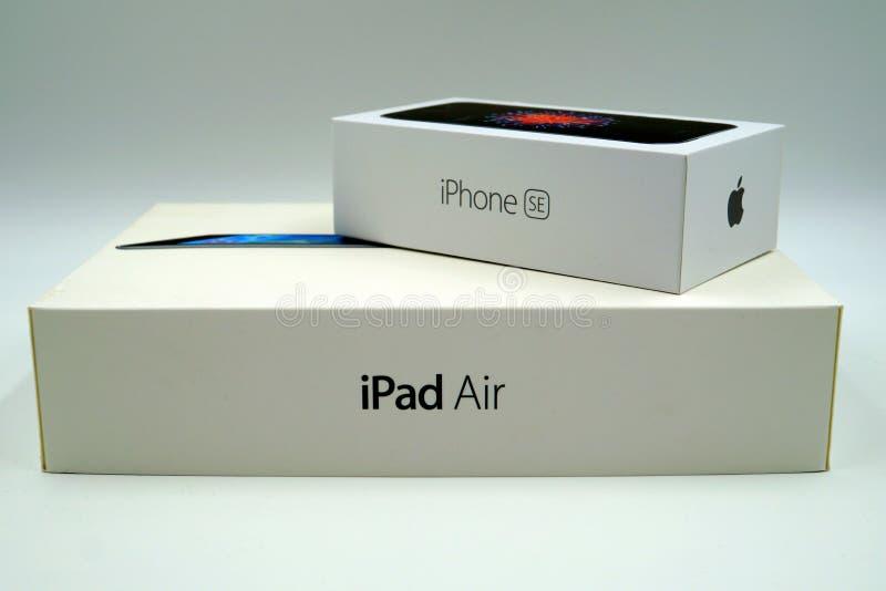 Detaljhandel för luft för för Apple iPhoneSE och iPad boxas fotografering för bildbyråer
