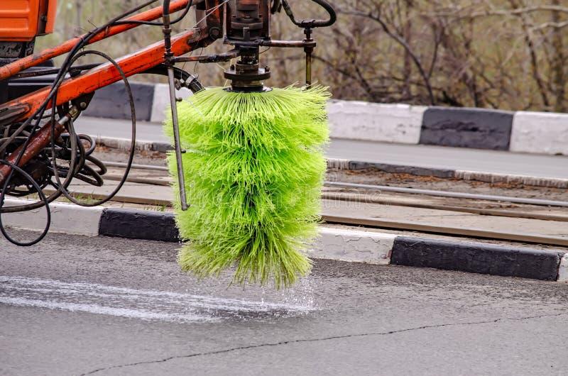 Detaljinformation om en sopare som städar gatorna fotografering för bildbyråer