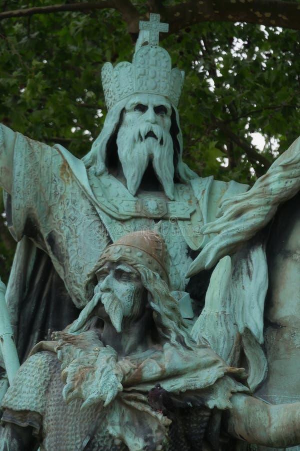 Detaljsikt över Charlemagne monumentframdel av den Notre Dame domkyrkan, Paris, Frankrike royaltyfri foto