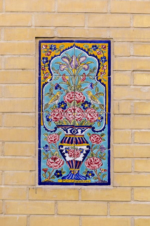 Detaljtegelplattatextur på väggbakgrunden i Doha den gamla staden, Qatar arkivbilder