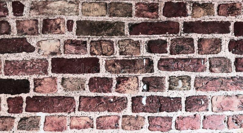 Detallado cerca encima de la opinión sobre las paredes de ladrillo rojas viejas y resistidas en la alta resolución imagen de archivo
